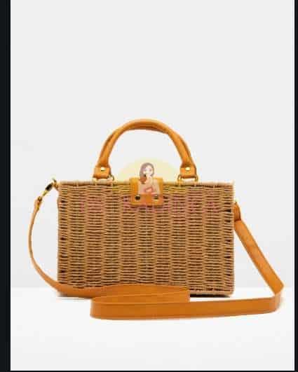 kotonun en çok satan hasır çanta modellerinden biri olan dikdörtgen hasır çantayı sadece yaz aylarında değil her mevsim spor kıyafetleriniz ile kombine edebilirsiniz