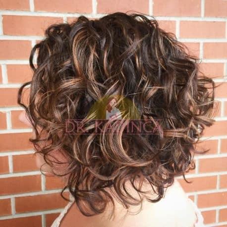 A Kesim Kıvırcık Kısa Saç